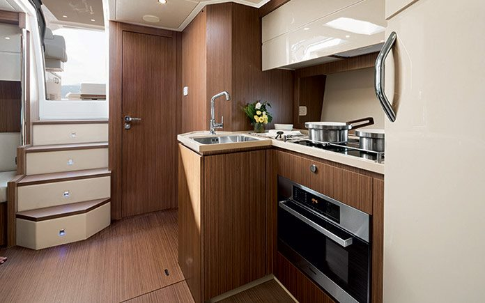 azimut-atlantis-50-open-galley-1