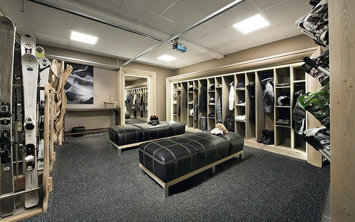 chalet-black-pearl-ski-room