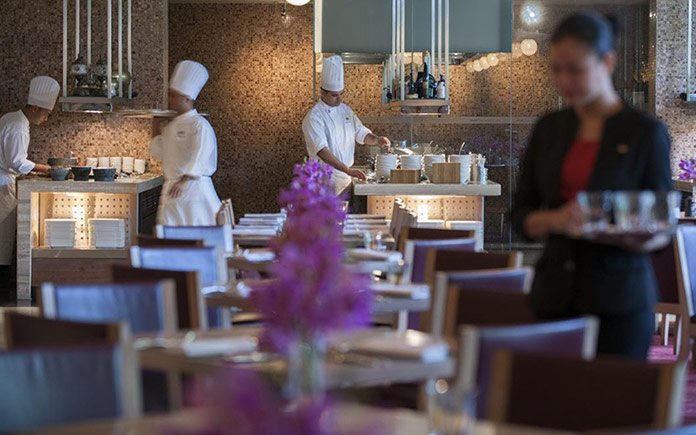 mandarin-oriental-singapore-restaurant-melt-the-world-cafe-service-2