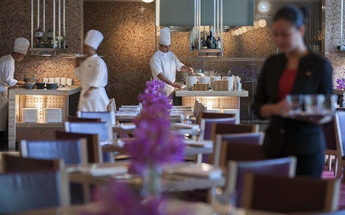 mandarin-oriental-singapore-restaurant-melt-the-world-cafe-service-2
