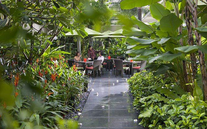 mandarin-oriental-singapore-restaurant-melt-the-world-cafe-service-3