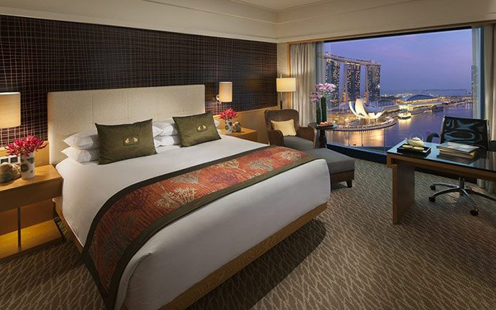 mandarin-oriental-singapore-room-premier-harbour-room-1