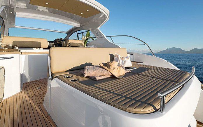 yacht-azimut-atlantis-43-aft-sunpad