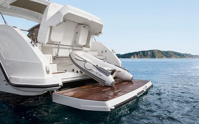 yacht-azimut-atlantis-43-aft-view-tender-launching