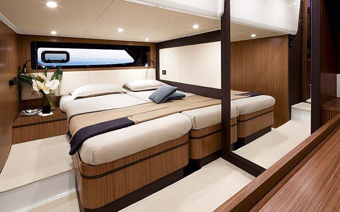 yacht-azimut-atlantis-43-guest-cabin-queen-size-bed