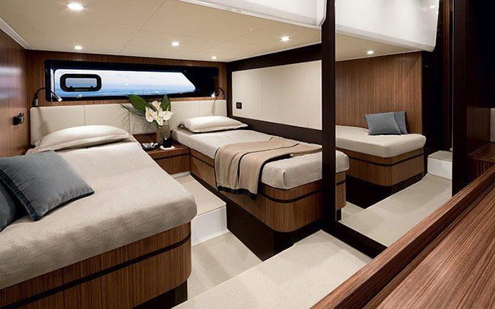 yacht-azimut-atlantis-43-guest-cabin-twin-beds