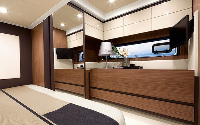 yacht-azimut-atlantis-43-guest-cabin-with-chest