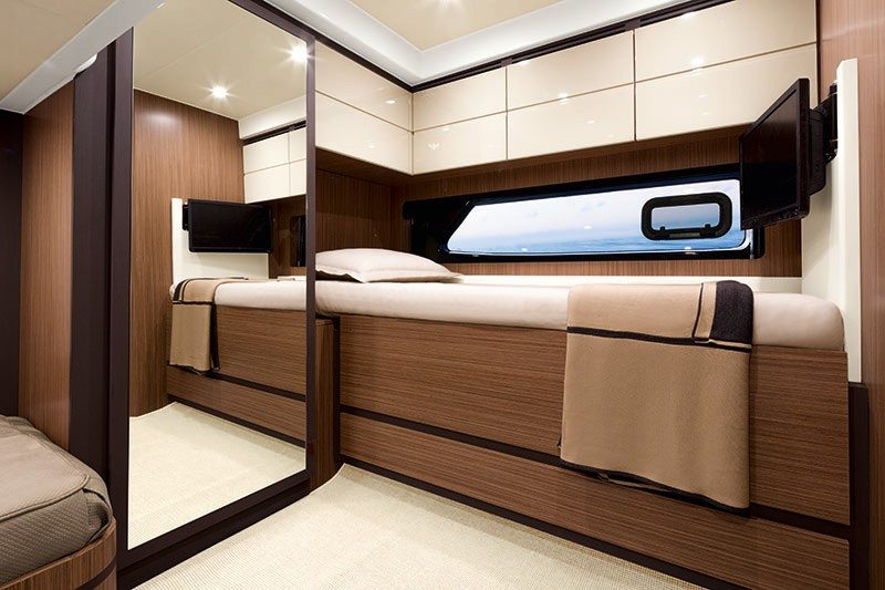 yacht-azimut-atlantis-43-guest-cabin-with-third-berth