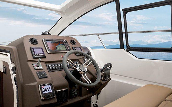 yacht-azimut-atlantis-43-helmstation