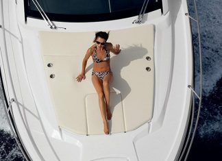 azimut-atlantis-34-bow-view-2
