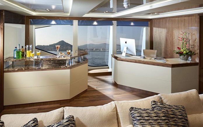 yacht-sunseeker-131-bar-lounge
