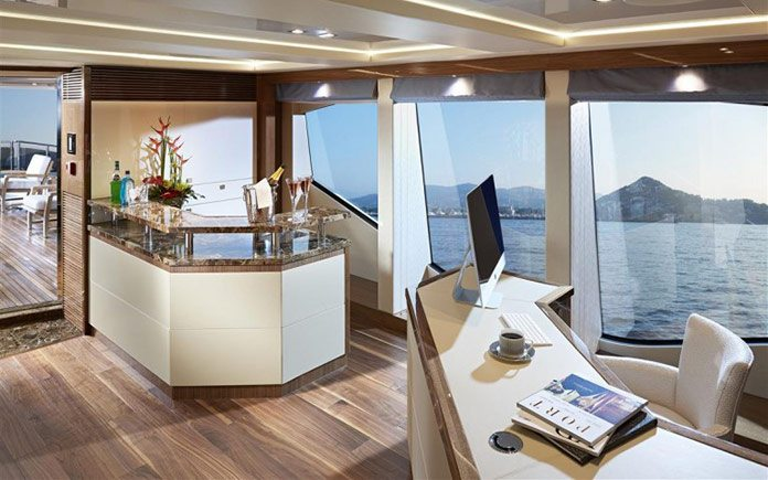 yacht-sunseeker-131-upper-bar