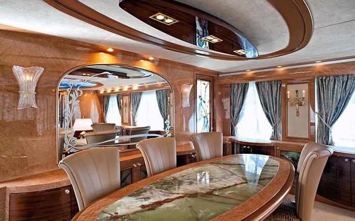 yacht-amer-cento-dining-room