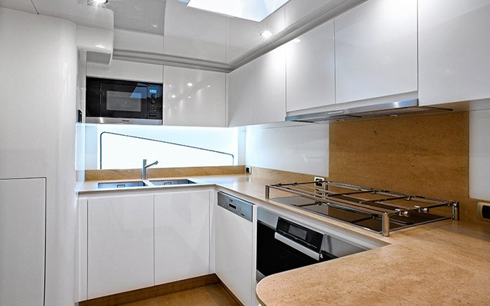 yacht-amer-cento-galley