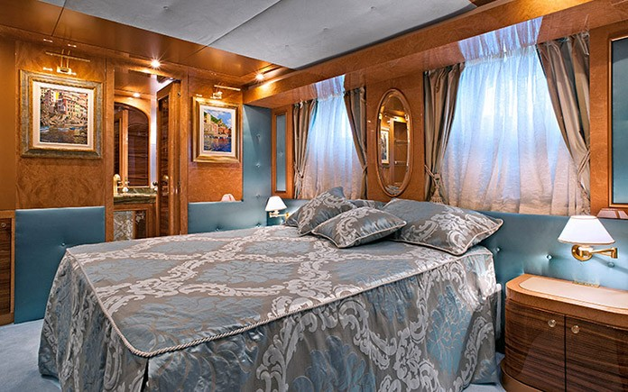 yacht-amer-cento-guest-cabin