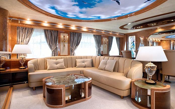 yacht-amer-cento-sitting-room