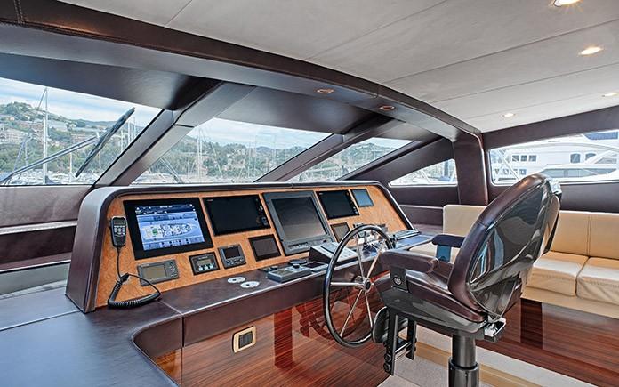 yacht-amer-cento-wheelhouse