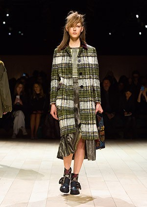 Burberry-Womenswear-February-2016-Collection—Look-10