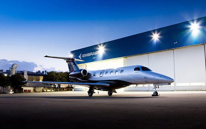 embraer-phenom-300-night
