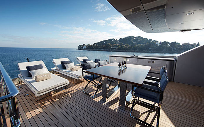 owners-deck-aft-01b