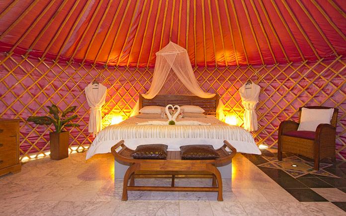 eco-luxury-yurt-super-kingsize-bed.jpg